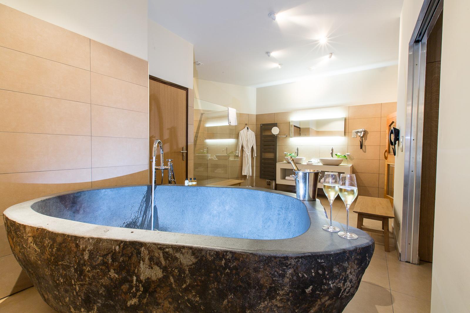 Hôtel Marotte - suite Sauna - baignoire