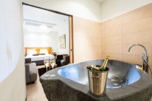 Hôtel Marotte suite Sauna baignoire pierre