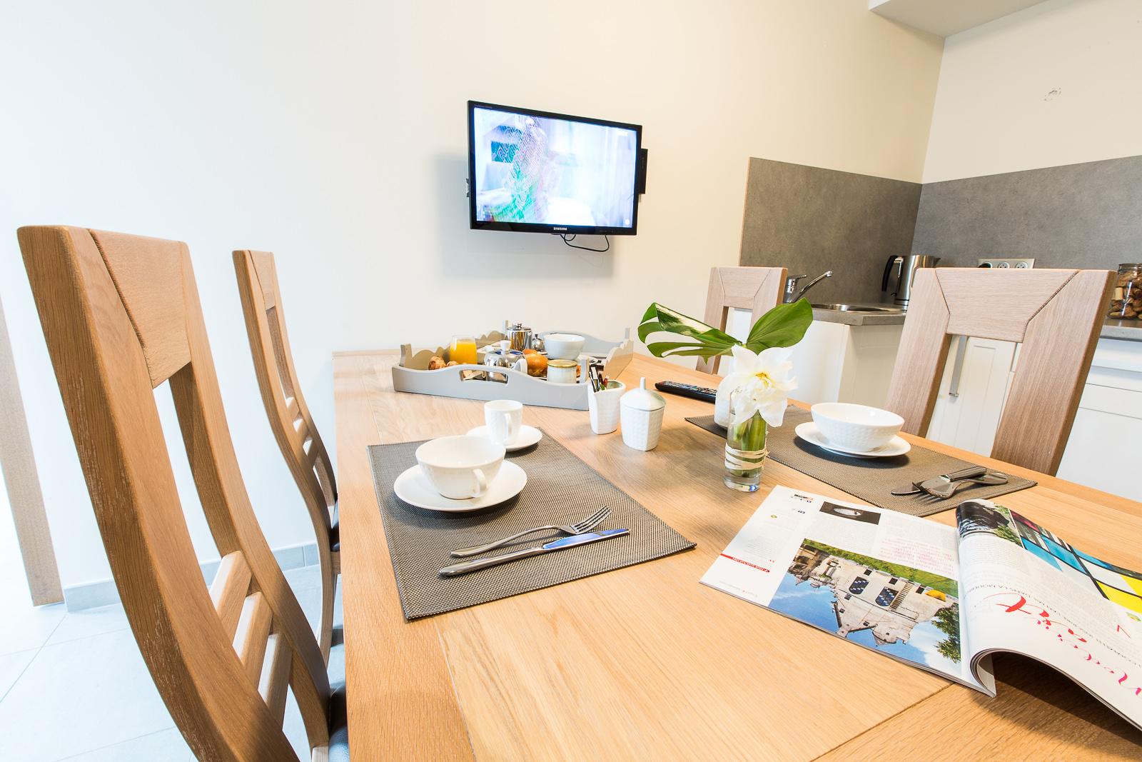 Hôtel Marotte - appartement table
