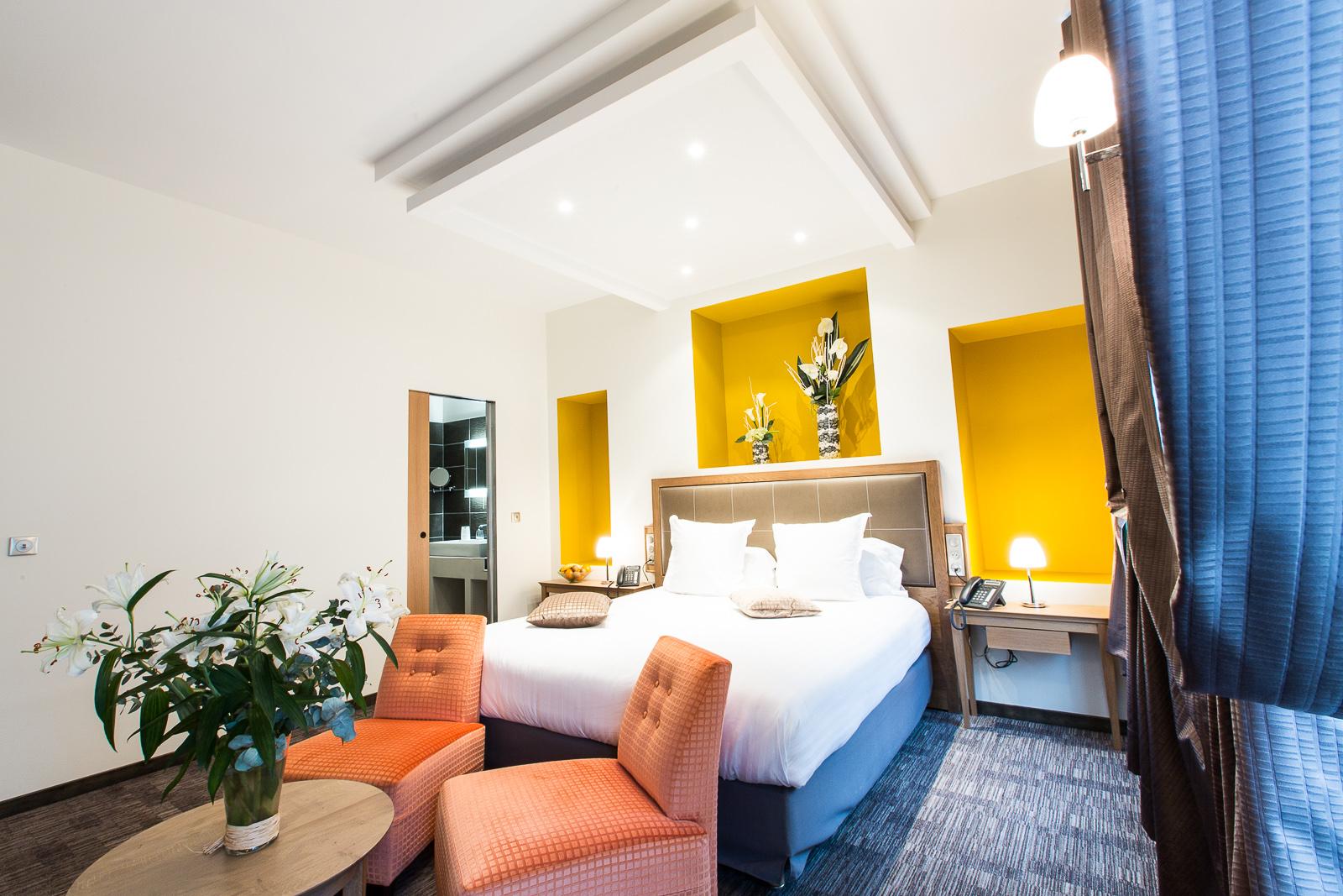 Hôtel Marotte - chambre charme jaune orange