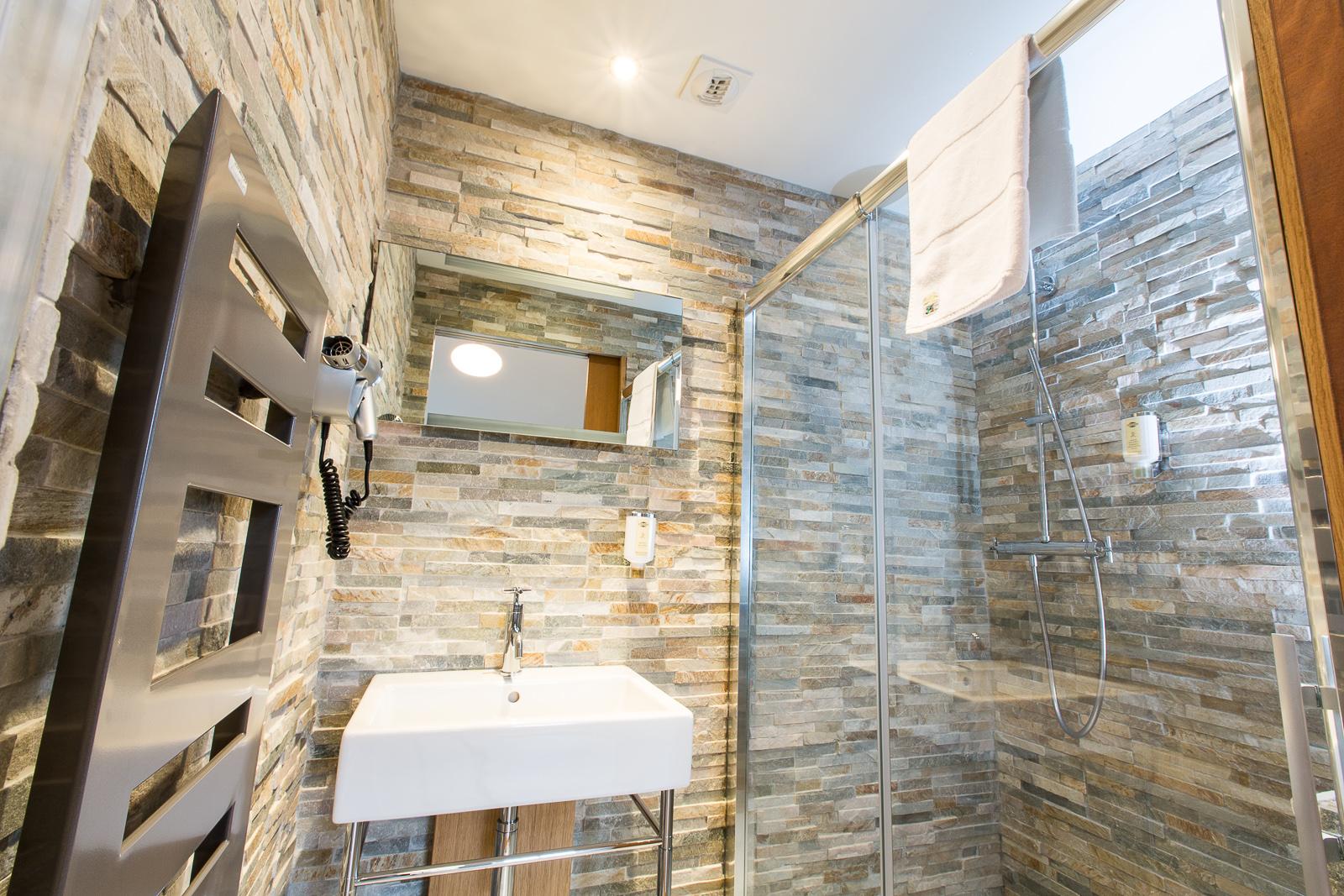 Hotel Marotte chalet salle de douche