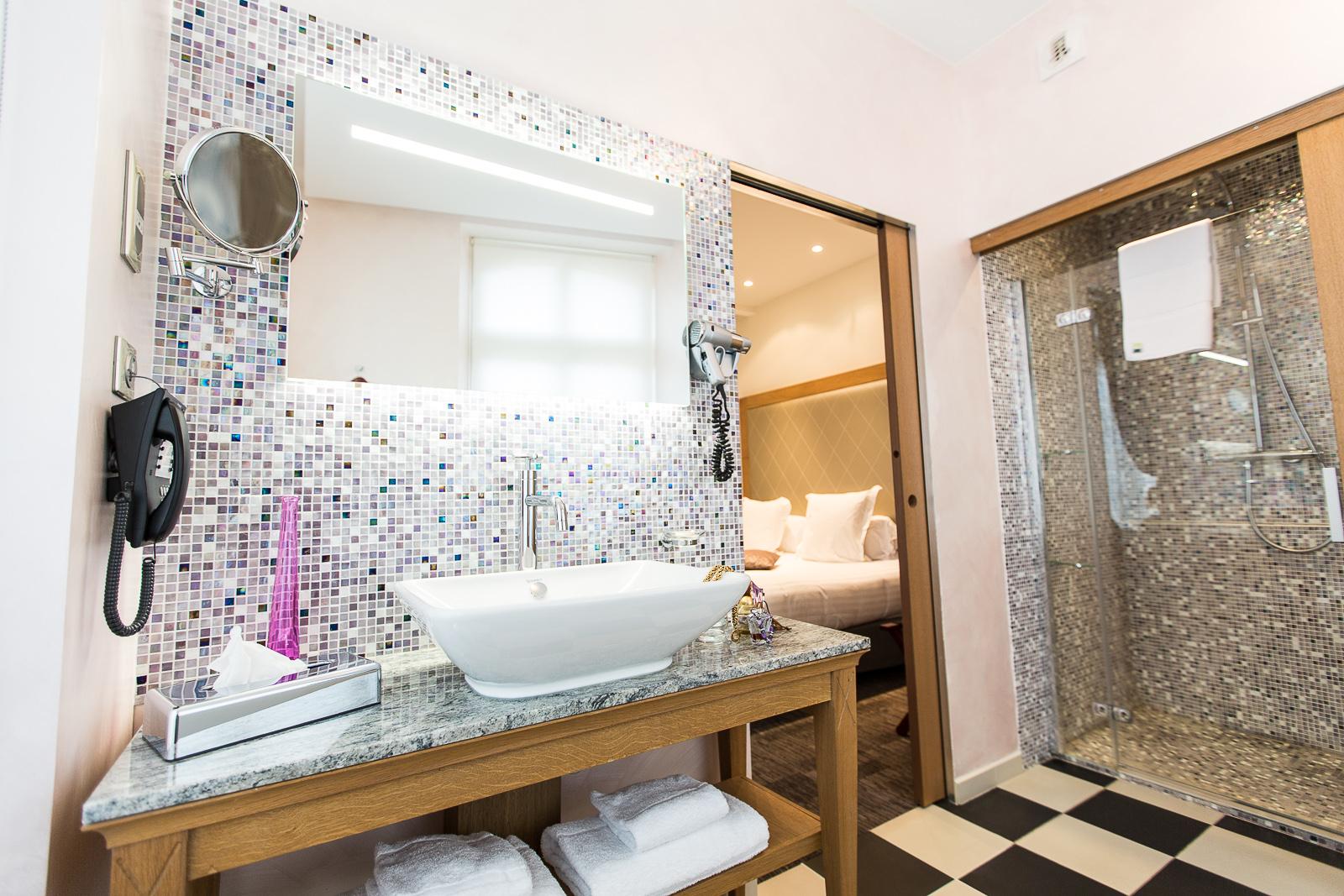 Hôtel Marotte chambre cosy seche cheveux